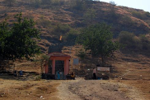 ghorwadeshwar cave temples near Somatane