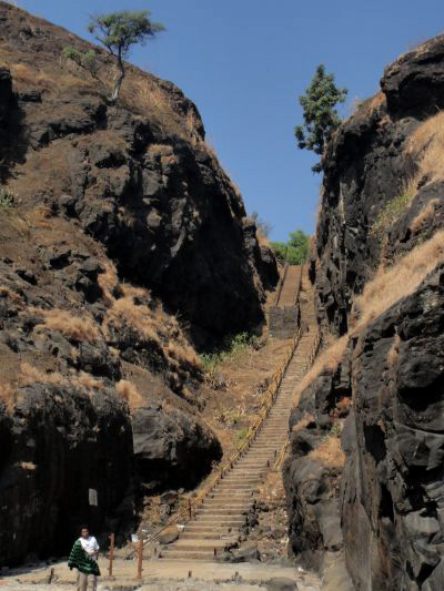 places to see near pune harihareshwar temple beach