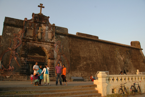 moti nani daman fort church beach