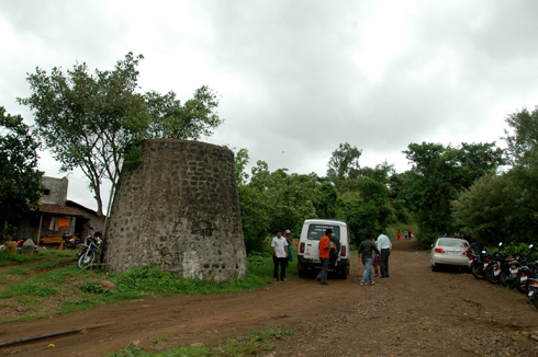 Neelkanteshwar Temple between Khadakwasla and Panshet dam