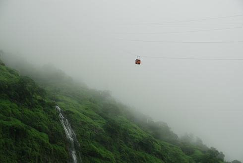 places to see near pune raigad fort