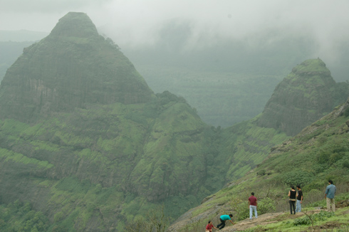 places to see near pune lonavala lions point