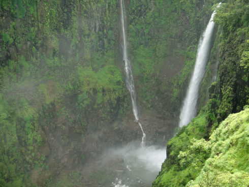 places to see near pune thoseghar waterfalls