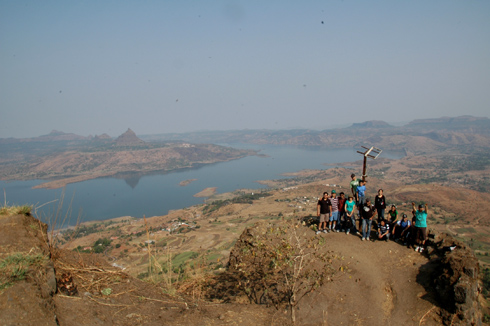 places to see near pune tikona fort