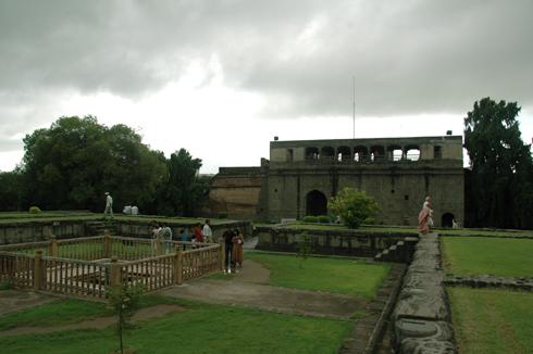 shaniwar_wada_fort_palace_pune_05