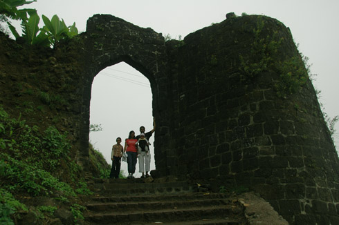 sinhagad_lion_fort_pune_35