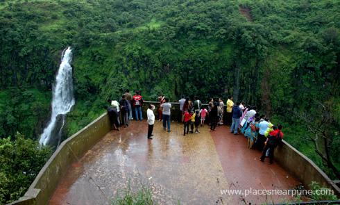 thoseghar_waterfall_satara_monsoon_1