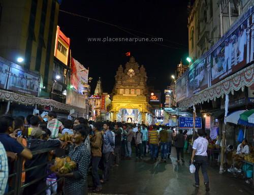 Visit_famous_Ganapati_Mandals_16