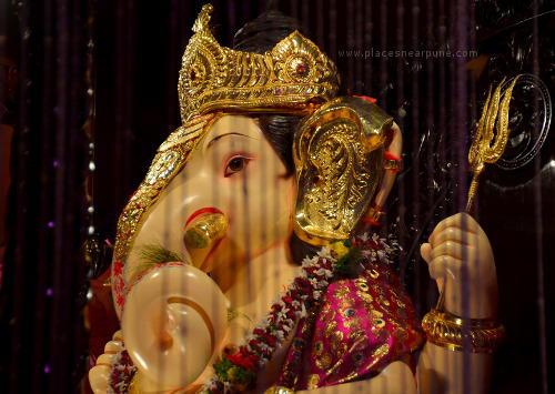 Visit_famous_Ganapati_Mandals_21