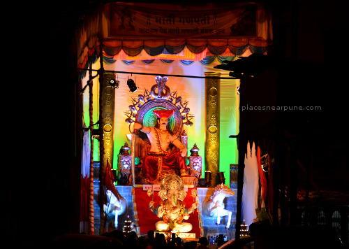Visit_famous_Ganapati_Mandals_22